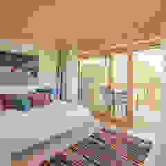 Country style bedroom by w. raum Architektur + Innenarchitektur Country