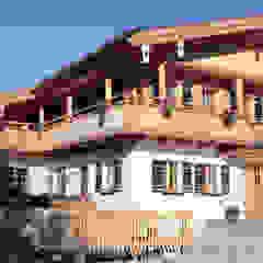 Country style house by w. raum Architektur + Innenarchitektur Country