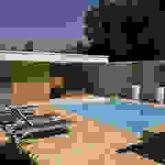 Het Witte Huis Moderne zwembaden van WillemsenU Modern