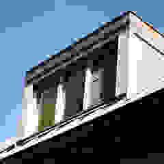 Puertas y ventanas de estilo moderno de JE-ARCHITECTEN Moderno