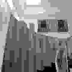 INTERIOR Pasillos, vestíbulos y escaleras de estilo moderno de IngeniARQ Moderno
