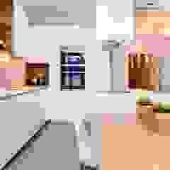 Cocinas de estilo mediterráneo de Lara Pujol   Interiorismo & Proyectos de diseño Mediterráneo