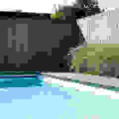 Minimalistische Oase. Moderne zwembaden van Heart for Gardens. Modern