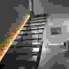 Hành lang, sảnh & cầu thang phong cách hiện đại bởi TARE arquitectos Hiện đại