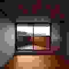 Moderne Schlafzimmer von 岡本和樹建築設計事務所 Modern