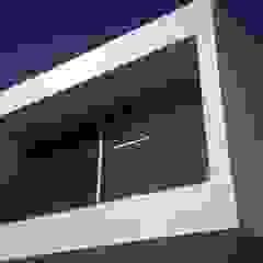 CASA GRILLO Puertas y ventanas minimalistas de ARQUITECTO MAURICIO PIZOLATTO Minimalista Vidrio