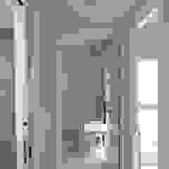 Ingresso, Corridoio & Scale in stile scandinavo di Danma Design Scandinavo