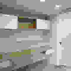 Studio in stile scandinavo di Danma Design Scandinavo PVC