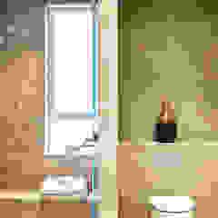 Mid-Levels Bathroom Modern bathroom by Nicole Cromwell Interior Design Modern Tiles