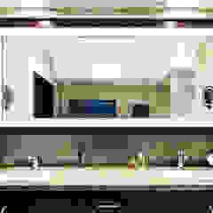 Mid-Levels Bathroom Modern bathroom by Nicole Cromwell Interior Design Modern Wood Wood effect