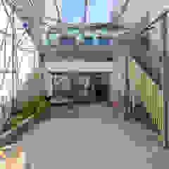 Industrialny ogród zimowy od bertin bichet architectes Industrialny