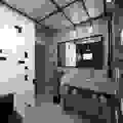 Industrial style bathrooms by TÉRREO arquitetos Industrial