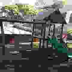 PLaygrounds de eucalipto Escolas rústicas por Maplay Equipamento para Recreação Rústico