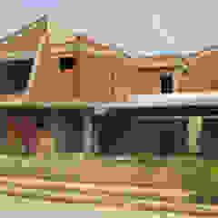 Vista Frontal sur/este. Vivienda V12. Obra gris. Casas de estilo escandinavo de Eisen Arquitecto Escandinavo Concreto