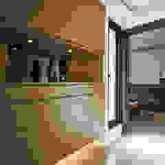 Modern corridor, hallway & stairs by 舍子美學設計有限公司 Modern