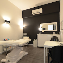 Commercial Project: ESTHECLINIC SINGAPORE (Joo Chiat) Colonial style dressing rooms by Designer House Colonial