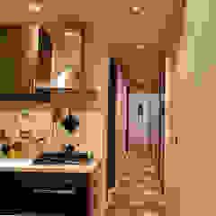現代風玄關、走廊與階梯 根據 Caterina Raddi 現代風