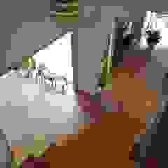アトリエ・アースワーク Scandinavian style corridor, hallway& stairs Wood Wood effect