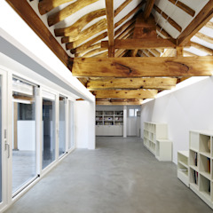 Corredores, halls e escadas asiáticos por CoRe architects Asiático