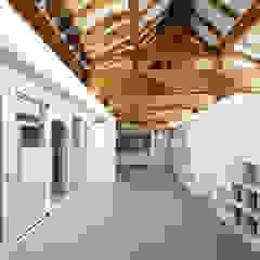Aziatische gangen, hallen & trappenhuizen van CoRe architects Aziatisch