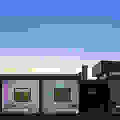 Dormitorios de estilo moderno de unoenseis Estudio Moderno
