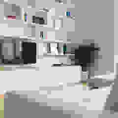 VIALE ABRUZZI Sala multimediale in stile classico di NOMADE ARCHITETTURA E INTERIOR DESIGN Classico