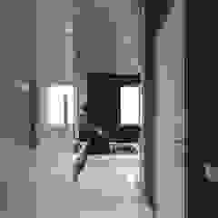 Minimalist living room by Zikzak architects Minimalist