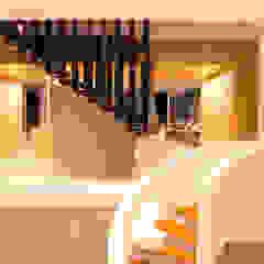 CASA MEMORY Pasillos, vestíbulos y escaleras modernos de Chetecortés Moderno Metal