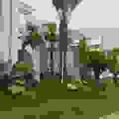 TAMAN TROPIS MODERN Taman Gaya Mediteran Oleh NISCALA GARDEN | Tukang Taman Surabaya Mediteran