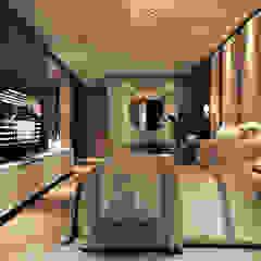 Apartamento de Luxo em Balneário Camboriú - Suíte Master Quartos modernos por Flávia Kloss Arquitetura de Interiores Moderno MDF