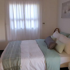 Latest build Minimalist bedroom by Mason West building Minimalist Bricks