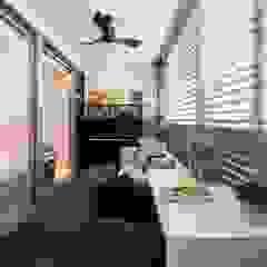 Bartley Residence Interior Design Singapore Minimalist corridor, hallway & stairs by Posh Home Interior Design Minimalist