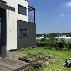 Modern Houses by MetaPhora Co.,LTD Modern