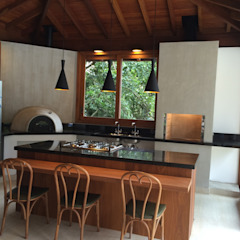 Country style kitchen by Carlos Parada & Associados Country