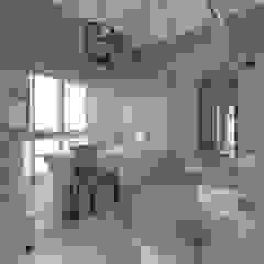 Banheiros coloniais por Gelding Construction Company (PTY) Ltd Colonial