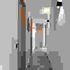 Koridor & Tangga Gaya Mediteran Oleh Atelier Jean GOUZY Mediteran