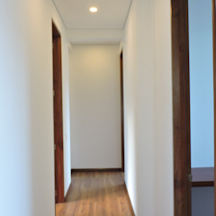 Modern Corridor, Hallway and Staircase by DG ARQUITECTURA COLOMBIA Modern