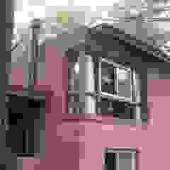 CASA EN EL BOSQUE Puertas y ventanas rústicas de LLACAY arquitectos Rústico Ladrillos