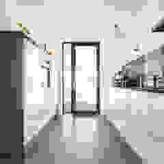8A Architecten Modern style kitchen Plastic White