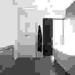 8A Architecten Modern style bathrooms Tiles White