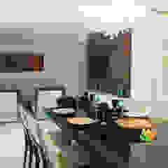 Sala de Estar e Jantar - Cliente N&D - Gutierres Salas de jantar mediterrâneas por Gislane Lima - Interior Design Mediterrâneo Vidro