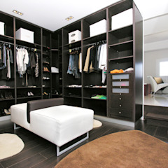 Colonial style dressing rooms by TRAZOS D´INTERIORS Colonial