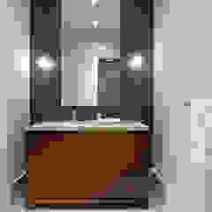 Baños de estilo moderno de Douglas Design Studio Moderno Madera Acabado en madera