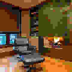 Oficinas de estilo moderno de Douglas Design Studio Moderno