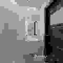 Śródziemnomorska subtelność Śródziemnomorska łazienka od Home Atelier Śródziemnomorski