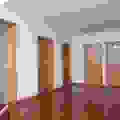 REMODELAÇÃO CASA SENHORIAL Corredores, halls e escadas rústicos por OCCO Rústico