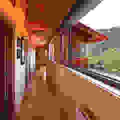 RUSTICASA   Casa em La Garriga   Barcelona Corredores, halls e escadas rústicos por Rusticasa Rústico Madeira Acabamento em madeira