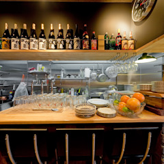 古き良きアメリカ~焼き豚バル~ カントリーデザインの キッチン の 有限会社ミオ・デザイン カントリー