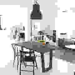 Scandinavian style living room by Wichaister Scandinavian