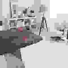 Minimalist living room by Wichaister Minimalist